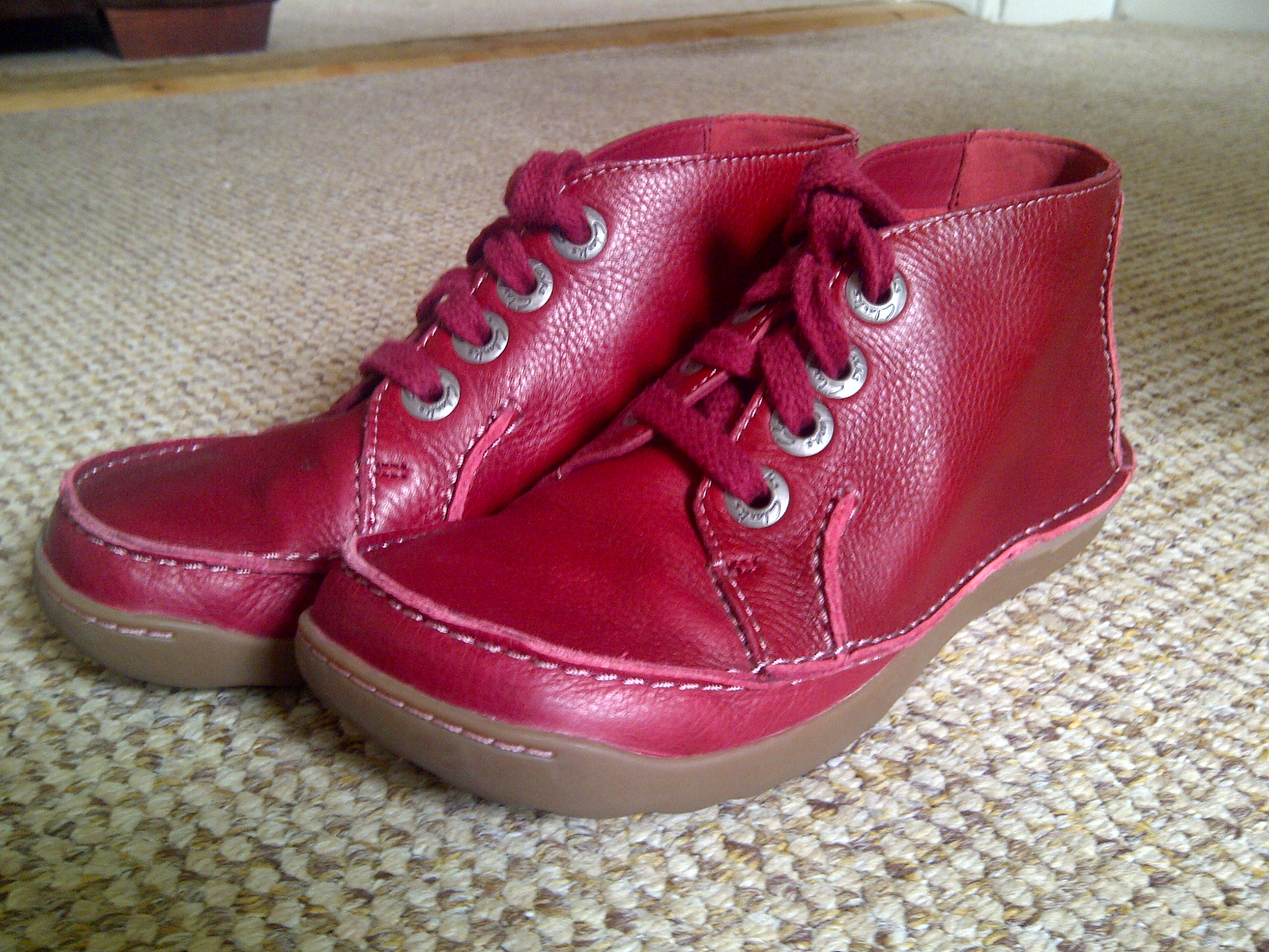 """red clarks shoes"""